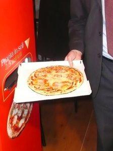 lets-pizza-vending-machine-01